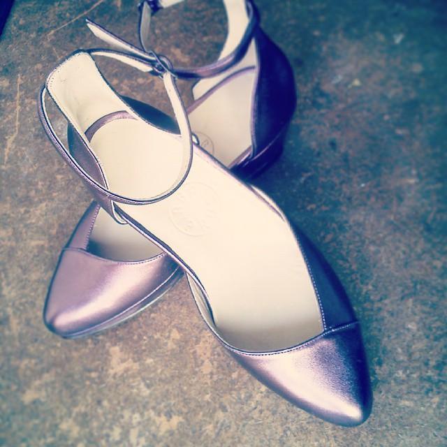 Pantofle na koturnie